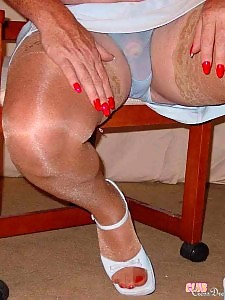 Such great legs on this horny looking crossdresser
